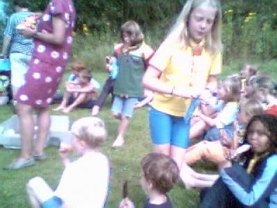 Foto's van het gezamelijk zomerkamp in Iveldingen Belgie. Daar de foto's gemaakt zijn met een webcam en een laptop, laat de kwaliteit nogal eens te wensen over. Vandaar ook een selectie uit deze foto's